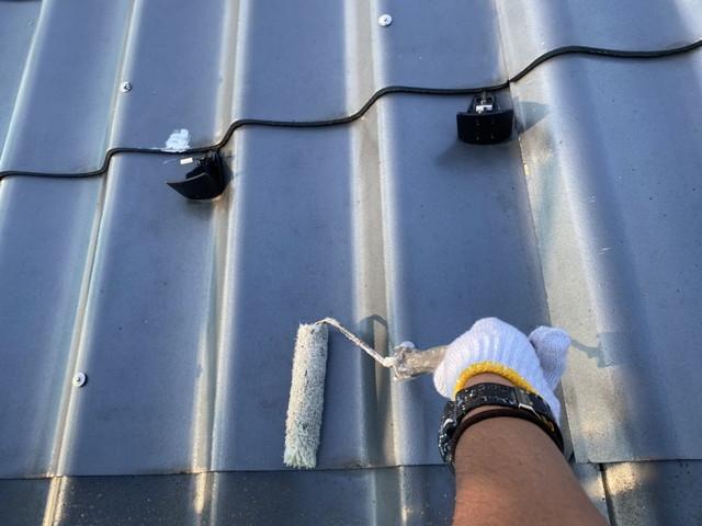 瓦型屋根塗装 プライマー塗布