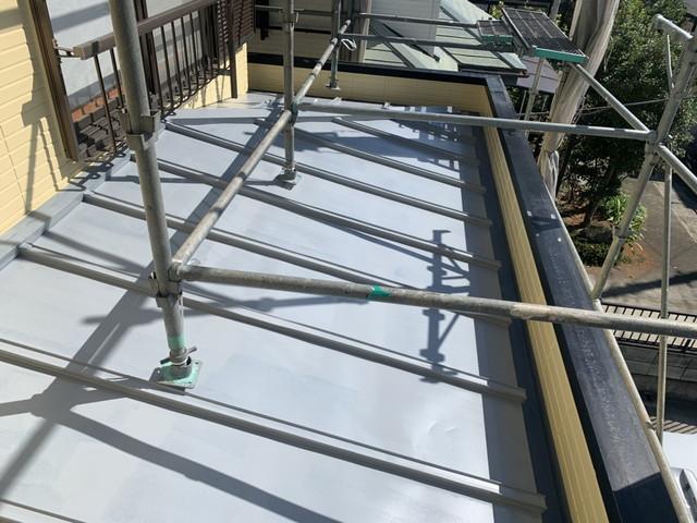 屋根プライマー塗り後