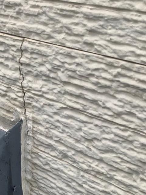 外壁にひび割れ