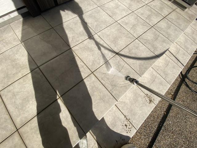 群馬県伊勢崎市で外壁塗装工事を行わせて頂くお宅で高圧洗浄作業を行わせて頂きました。