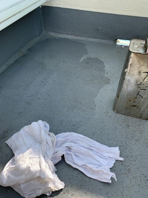 ベランダトップコート塗装工事 アセトン清掃