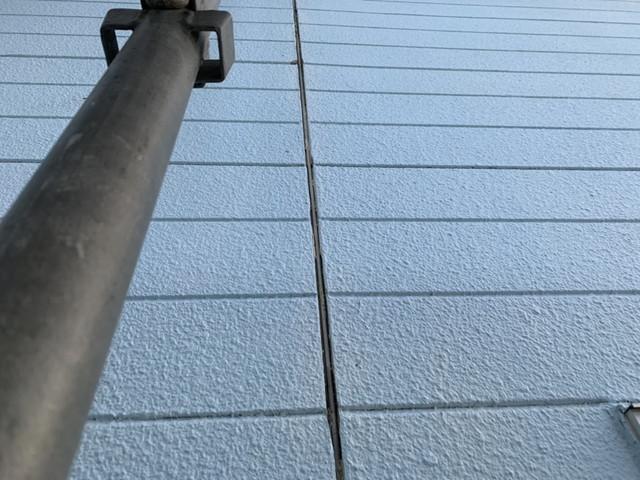 埼玉県本庄市で外壁の洗浄作業とシーリング撤去作業を行いました。