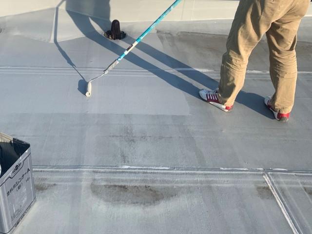 陸屋根 塗装 中塗り中