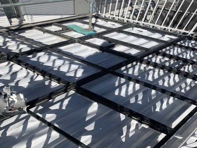 折板屋根 下塗り施工後