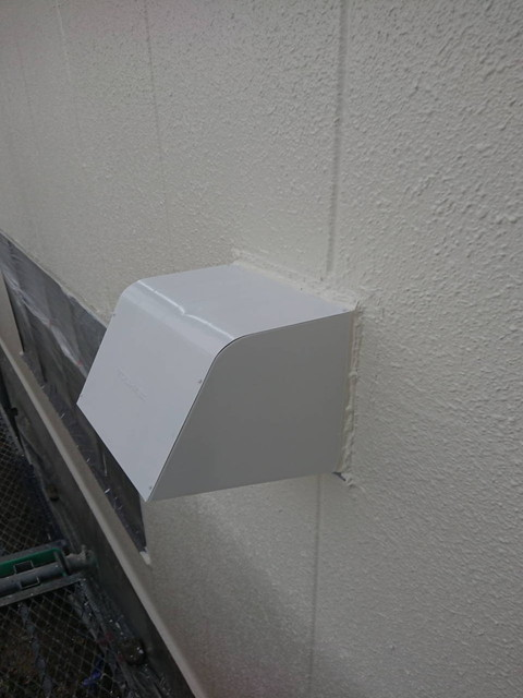 外壁塗装 付帯部塗装 換気扇フード