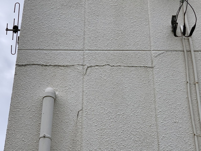 外壁塗装 現地調査 劣化 外壁 ヒビ