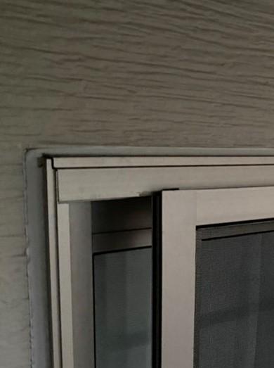 窓枠のコーキング
