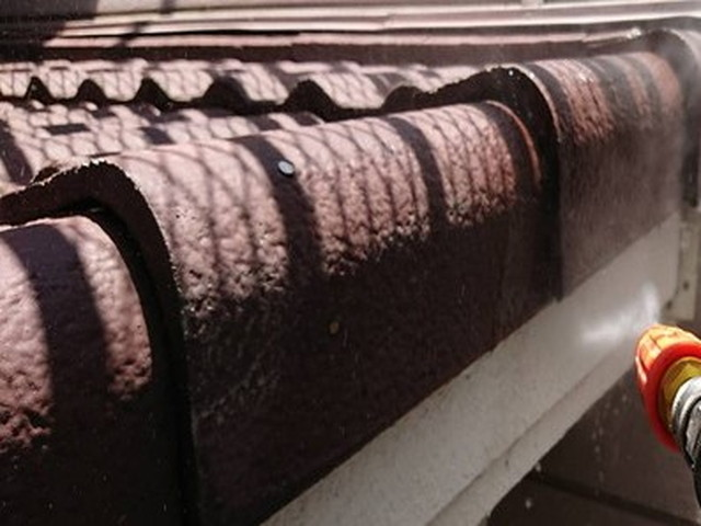 屋根塗装 高圧洗浄 モニエル瓦
