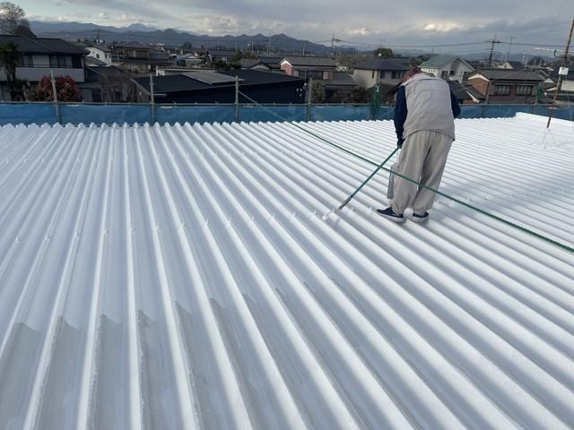 折板屋根 中塗り