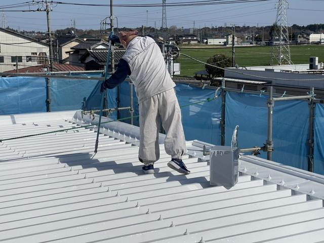 折板屋根 上塗り